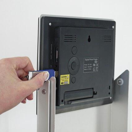 Prospektständer Zip Media LCD Display Bedienelemente